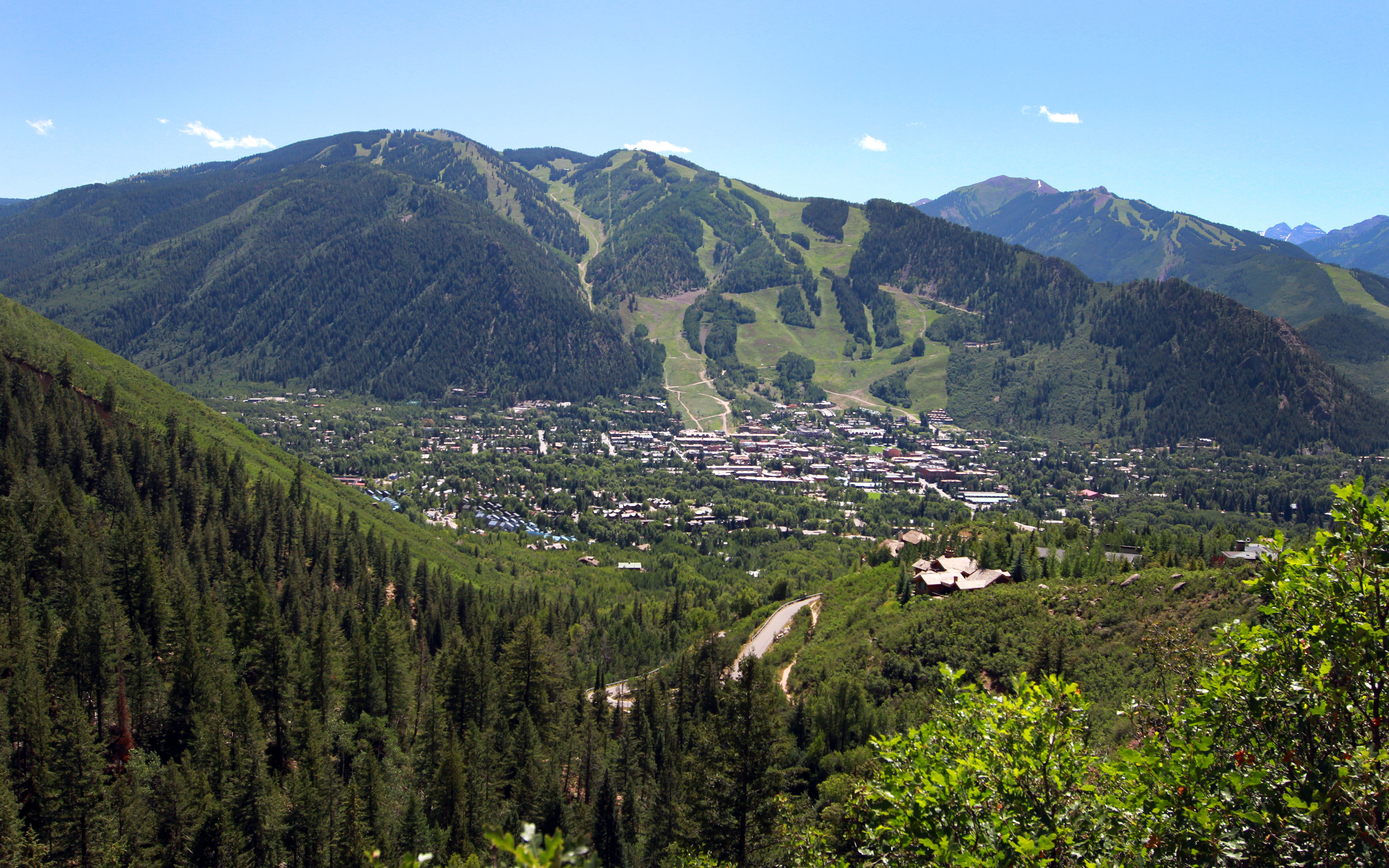 aspen colorado Visit hotel aspen online for aspen lodging specials among some of the best deals in aspen, you'll find spacious accommodations and great prices at the hotel aspen, along with a heated pool.