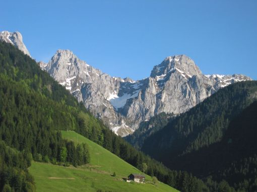 mountain-view-of-the-Swiss-Alps