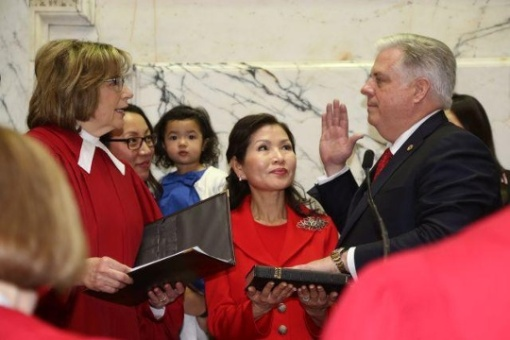 Hogan-sworn-in-012115-1-jpg