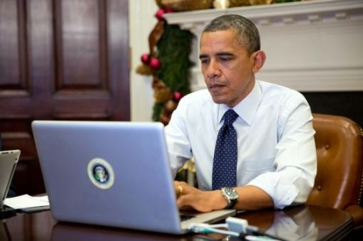 Barack-Obama-on-computer