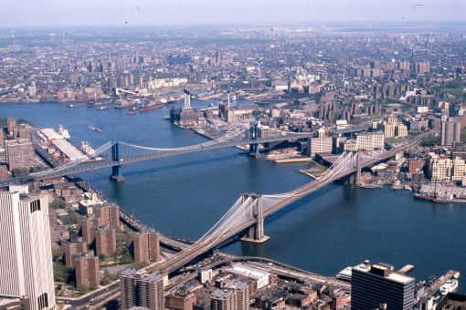 Manhattan_and_Brooklyn_bridges_on_the_East_River,_New_York_City,_1981