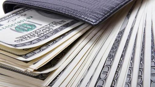 113018+cash+in+wallet+shutterstock.jpg